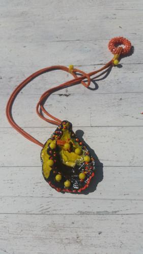 ketting schelp versiering oker mosterd
